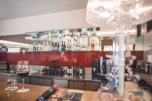 Hotelbar with counter area | Hotel Anatol in Vienna
