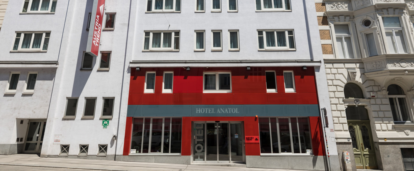Exterior view hotel entrance | Hotel Anatol in Vienna