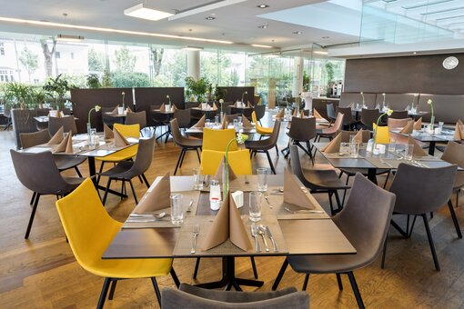 Restaurant with laid table | Hotel Congress Innsbruck