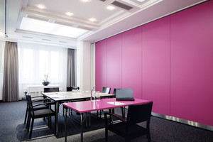 Seminar room Kahlo with pink table | Hotel Europa Graz