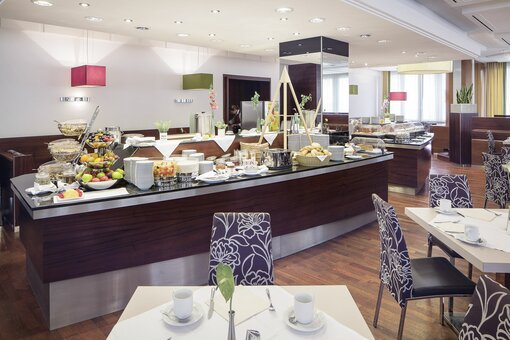 Breakfast room with buffet and laid table | Hotel Europa Graz