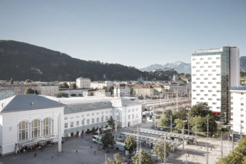 Exterior view with view to the train station and Salzburg city | Hotel Europa Salzburg