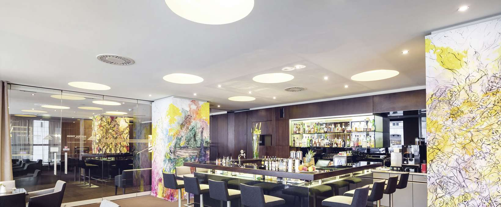 Hotel bar with counter and seating area | Hotel Europa Wien
