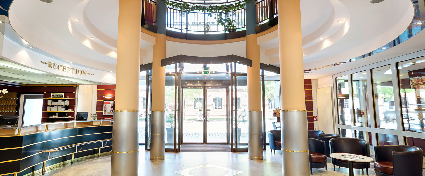 Lobby entrance area with reception| Hotel Lassalle in Vienna