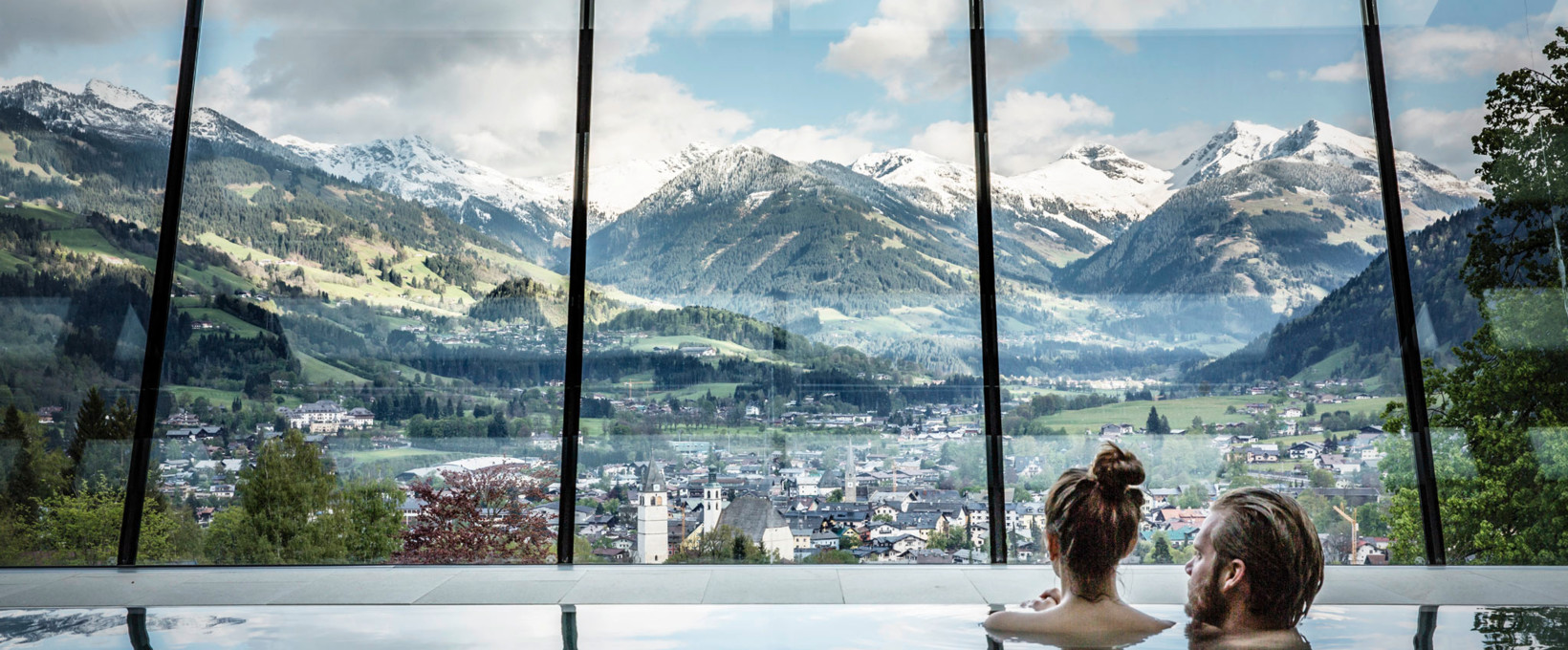 Pool with landscape panorama | Hotel Schloss Lebenberg in Tyrol