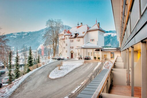 Exterior view with winter landscape | Hotel Schloss Lebenberg in Tyrol