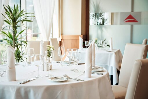 Winners restaurant with laid table | Hotel Ljubljana in Slovenia