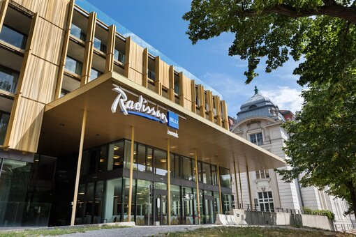 Exterior view entrance area | Radisson Blu Park Royal Palace Hotel in Vienna