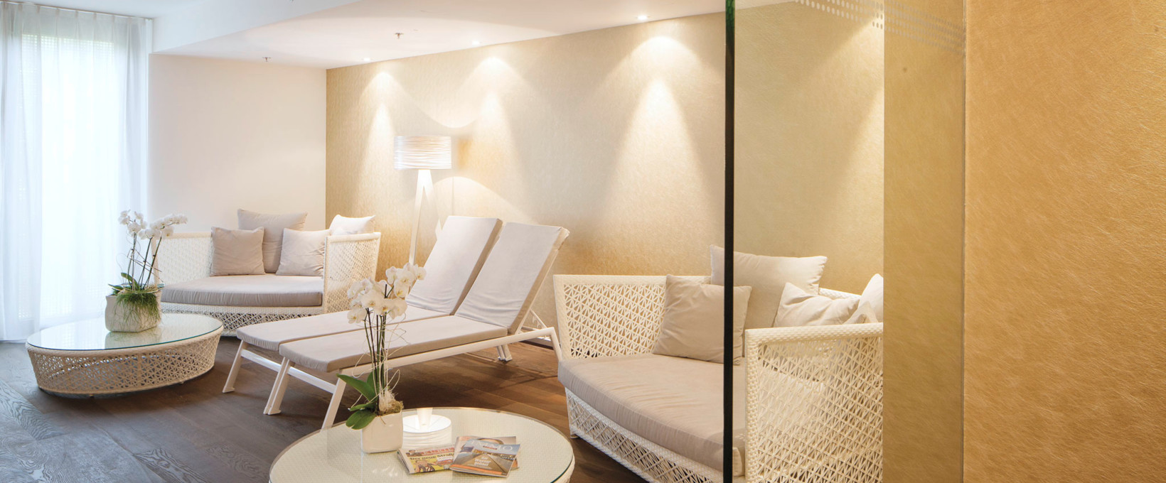 Recreation room with seating and lying area  | Radisson Blu Park Royal Palace Hotel in Vienna
