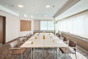 Seminar room Ried with apple and drinks | Hotel Schillerpark in Linz