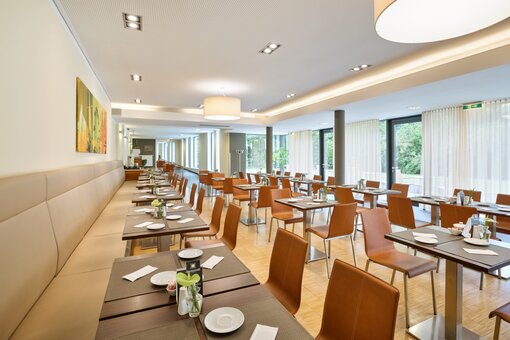 Breakfast room with laid table and buffet | Hotel beim Theresianum in Vienna