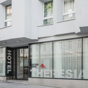Exterior view hotel entrance | Hotel beim Theresianum in Vienna