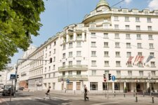 Exterior view hotel building |  Hotel Ananas in Vienna