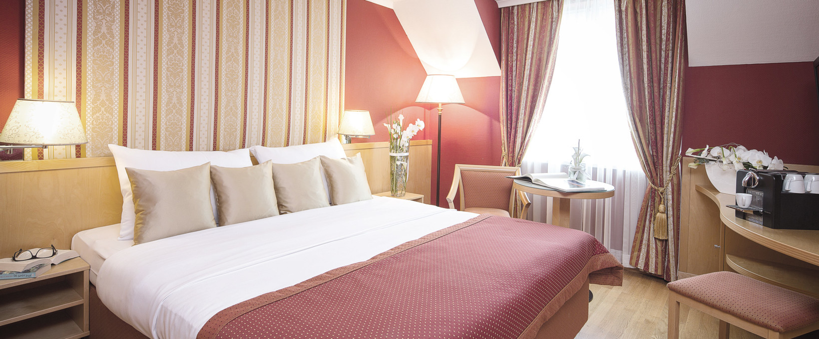 Executive Room with kingsize bed | Hotel Ananas in Vienna