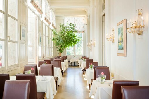 Conservatory with laid table | Hotel Schloss Wilhelminenberg in Vienna