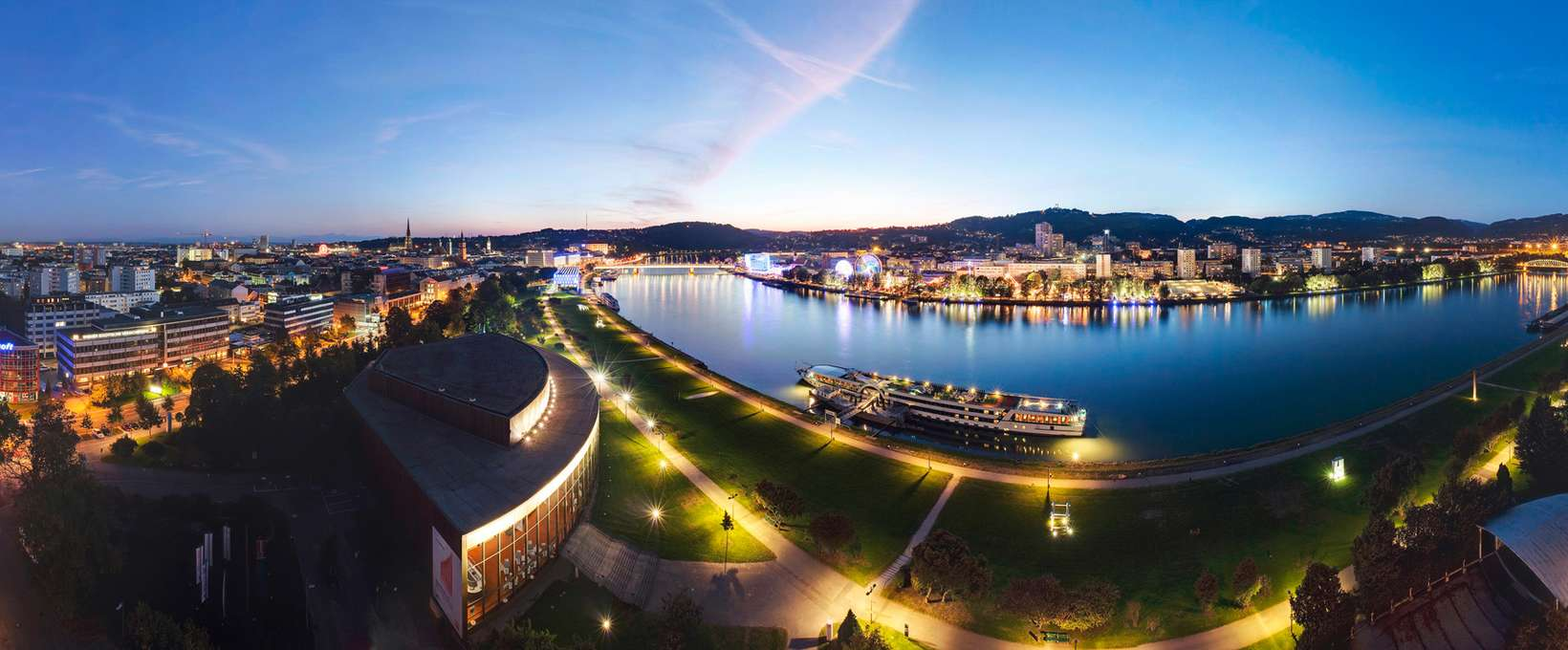 Panorama per night with river  | Linz | © Linz Tourismus | J. Steininger