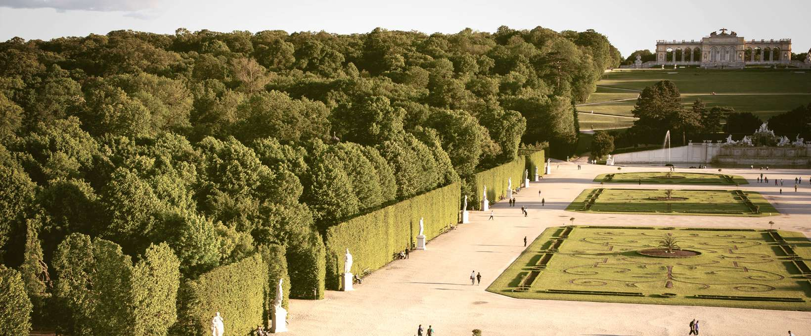 Palace garden Schönbrunn with a view of the Gloriette | Vienna | © WienTourismus | Peter Rigaud
