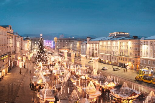 Main square Linz Christmas market